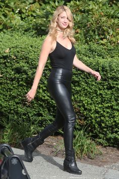 Melissa Benoist and Yael Grobglas duel on the set of 'Supergirl' in Canada Leather Pants Outfit, Tight Leather Pants, Leather Trousers, Celebrity Boots, Celebrity Outfits, Sexy Outfits, Shiny Leggings, Leggings Are Not Pants, Supergirl