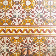 #selfeet#floorcore#floorsilove#fromwhereistand#lookdown#nicekicks#amazingfloorsandwanderingfeet#floor#floorselfie#floorsilove#ihavethisthingwithtiles#ihavethisthingwithfloors#ihaveathingwithfloors#lookyfeets#lookingdown#pattern#shoeselfie#tiles#tilephile#tileaddiction#tile#Singapore#blackshoes#viewfromthetop#shoesonthefloor#ririfeettiles by riri_tiles