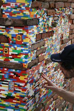 Lego Reconstruction street Art by Jan Vormann - Toulouse Land Art, Deco Lego, Art Et Design, Lego Wall, Urban Setting, Yarn Bombing, Lego Brick, Street Art Graffiti, Pablo Picasso