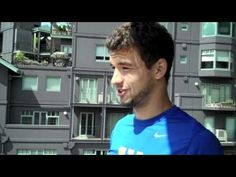 Grigor Dimitrov shows us what he does in his down time at the 2012 Australian Open