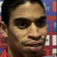 Reiziger, dizem ser o jogador de futebol mais feio de sempre... Deixo ao teu critério!:)