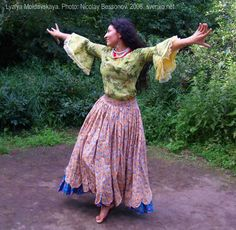 Romani Gypsy dance in photos. Gypsy dance by Lyalya Moldavskaya
