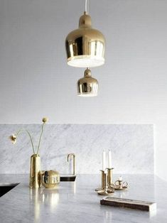 Read our definitive guide to marble and brass home decor. See and shop classy, chic and trendy marble and brass furniture and home accessories for your living room, dining room, kitchen and bathroom. For more design trends go to Domino. Gold Interior, Kitchen Interior, Interior Modern, Kitchen Design, Kitchen Peninsula, Kitchen Island, Corner Sink, Kitchen Corner, Gold Kitchen