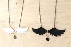 Sautoir bronze ailes d'ange en cuir blanc véritable et sequin