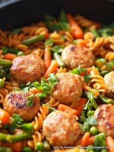 szybki_obiad_w_jednym_garnku Diet Recipes, Cooking Recipes, Healthy Recipes, Healthy Sweets, Cake Recipes, Health Eating, Health Foods, Tasty Dishes, Food To Make