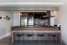 Bancada da cozinha com móveis da Todeschini