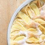 Pfannkuchen schmecken doch jedem. Wie wäre es mit einem großen Ofenpfannkuchen mit Äpfel. Schnell zubereitet und super lecker.