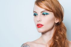 Maquiagem de verão  olho colorido + boca vermelha (Foto  Cauê Moreno (Escola 33c793a126