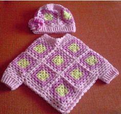 Kinderpancho mit granny square muster und passender Mütze