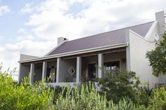 Overlooking the village of Prince Albert, Karoo View Cottages offers accommodation with views of the Swartberg Mountains and Karoo plains. Farmhouse Architecture, Modern Farmhouse Exterior, Farmhouse Style, Homestead House, Passive House, South Africa, Beach House, House Plans, New Homes