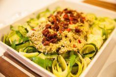 Raakapasta cashewkermakastikkeella - Pappardelle-pasta kesäkurpitsasta | Wellberries