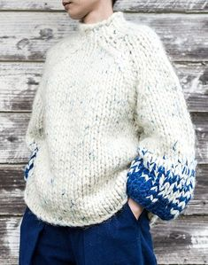 "Chunky knit ombre texutre mock turtle neck with full voluminous sleeves is a Japanese brand that aims for creating clothes is harmony with Japanese seasons. Our philosophy is ""we want people from all around the world to wear our garments with pleasure"". Chunky Knitting Patterns, Knitting Designs, Knitting Stitches, Knit Patterns, Hand Knitting, Knitting Sweaters, Knit Fashion, Look Fashion, Knitwear Fashion"