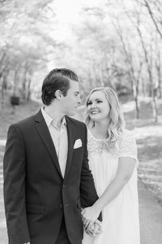 Engagement session at The Grove in late March! Photo by Meggie Taylor #TheGrove #OutdoorWedding #DFWVenue #NorthTexasBride #Engaged #EngagementPictures #OutdoorEngagementPictures #March #Spring #WeddingPhotography