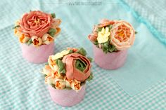 Flower Cupcakes using Russian Piping Tips and regular tips by Make Fabulous Cakes