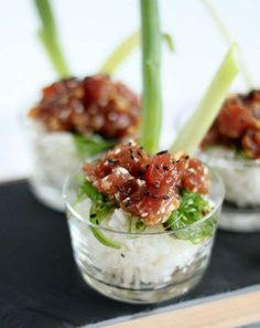 Poke bowl - Amuse poke bowl with tuna – Good food with Linda - Poke Bowl, I Love Food, Good Food, Yummy Food, Snacks, Snack Recipes, Diner Menu, How To Cook Asparagus, Party Food And Drinks