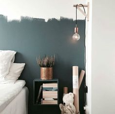 These best small bedroom ideas decor and design with storage. On a budget for girls, boys, and even teenage! Home Staging, Room Inspiration, Interior Inspiration, Deco Studio, Interiores Design, Interior Design Living Room, Bedroom Decor, Bedroom Lighting, Bedroom Ideas
