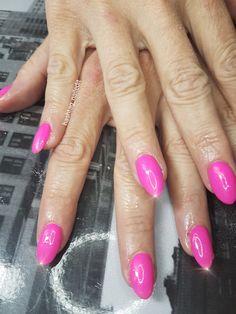 Neon pink nails #inspired #nailart #gelnailsdesign #gelnails #sculpted #acrylicnails #nailswag #handpainted #nailsofpintrest #nailedit #nailsoftheday #nails