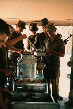 "You know you're in the army when you line up with your weapon and a ""boshoed"" to receive your food and drink in a ""dixie"" and ""fir… Military Life, Military Art, Military History, Army Day, Australian Bush, Defence Force, West Africa, South Africa, Ol Days"
