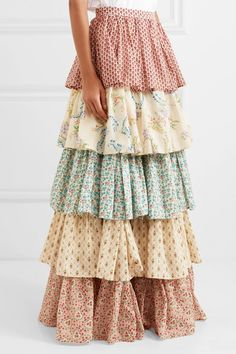 Find and compare Tiered printed cotton maxi skirt across the world's largest fashion stores! Gucci, Clubbing Outfits, Cotton Maxi Skirts, Modelos Fashion, Gold Chevron, Teenager Outfits, Matching Shirts, Skirt Pants, Skirt Outfits