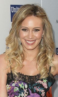 Use A Large Barrel Curling Iron For A Relaxed Red Carpet Look A La Hilary Duff, 2011