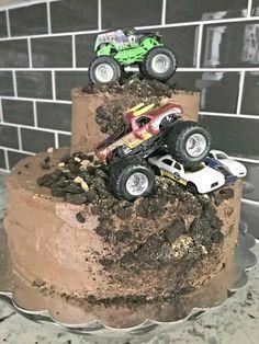 25 New Ideas monster truck birthday party ideas decoration baby shower Festa Monster Truck, Monster Truck Birthday Cake, Monster Trucks, Monster Jam Cake, Monster Truck Cupcakes, Monster Party, 2nd Birthday Parties, 4 Year Old Boy Birthday, Birthday Ideas