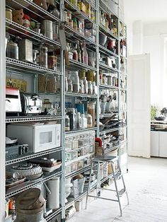 45 Gorgeous Walk-In Kitchen Pantry Ideas (Photos) While this isn& built-in, this chef& pantry is a great example how you can buy stainless steel shelving to create an excellent, functional and nice-looking kitchen storage unit. Stainless Steel Kitchen Design, Stainless Steel Shelving, Industrial Kitchen Design, Industrial Interiors, Industrial Table, Industrial Industry, Rustic Table, Industrial Bedroom, Industrial Closet