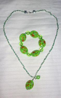 conjunto de collar y pulsera en tonos verdes