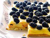 Ostružinový koláč s citronovým krémem