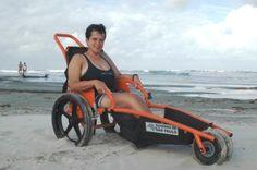 Barra do Ribeira recebe ambulância e cadeiras anfíbias