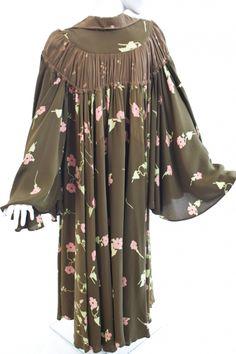Ossie Clark - Crepe dress, Print by Celia Birtwell Celia Birtwell, Ossie Clark, Vintage Outfits, Vintage Clothing, Crepe Dress, Manhattan, Kimono Top, Clothes, Tops