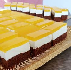 Romanian Desserts, Romanian Food, Dessert Drinks, Dessert Recipes, Square Cakes, Sweets Cake, Mini Cheesecakes, Relleno, No Bake Cake