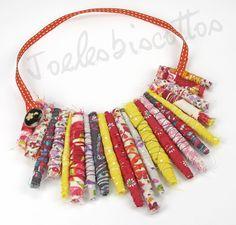 Collier plastron avec rouleaux de tissus multicolores, originalité et plein de vitamines ! : Collier par joelesbiscottos