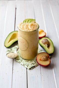 Peach and avocado smoothie recipe - super creamy and sweet smoothie with mango, peaches, avocado, banana and sesame seeds. Quick and easy breakfast on the go.