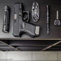 Protection Rapprochée, Edc Carry, Striker Fired, Custom Glock, Edc Tactical, Everyday Carry Gear, Cool Gear, Edc Gear, Guns And Ammo