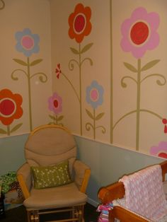 This hand-painted flower mural is so sweet. #pinparty #nursery