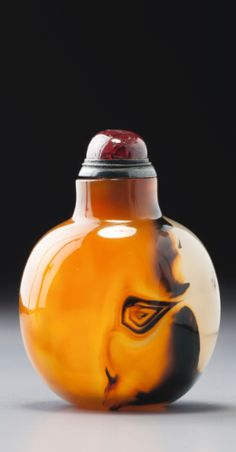 A THREE-COLOUR AGATE SNUFF BOTTLE<br>OFFICIAL SCHOOL, QING DYNASTY, 18TH / 19TH CENTURY | lot | Sotheby's