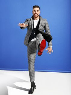 Kansas City Chiefs tight end Travis Kelce is focused on one thing: getting into your team's endzone—and having a damn good time doing it. Kansas City Chiefs Football, Nfl Football Players, Best Football Team, National Football League, Travis Kelce, Mens Attire, Dapper Men, Pretty Men, Fine Men