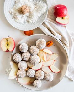 Leah Itsines' Apple Energy Balls Are Packed Full Of Protein, Fibre & Flavour Clean Eating Recipes, Raw Food Recipes, Dessert Recipes, Healthy Recipes, Desserts, Protein Ball, Protein Foods, Healthy Baking, Healthy Snacks