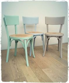 Chaises peintes Diy Furniture Redo, Vintage Furniture, Painted Furniture, Painted Chairs, Colorful Chairs, Home Staging, Living Room Decor, Dining Chairs, Sweet Home
