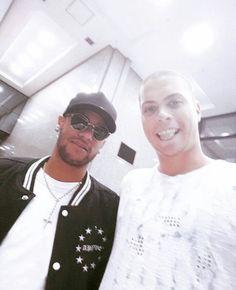 Neymar Fc Barcalona, Neymar Jr, Role Models, Chef Jackets, Mens Sunglasses, Style, Fashion, Templates, Swag