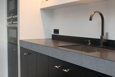 Gerard Keuken & Meubel Design   Op maat gemaakte meubels, stijlvolle wandkasten of handgemaakte keukens. Sink, Kitchen, Design, Home Decor, Sink Tops, Cuisine, Kitchens, Interior Design, Design Comics