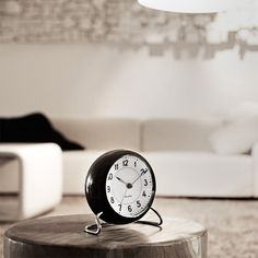 Arne Jacobsen relaunch has reintroduced the table clock into modern interior design. Arne Jacobsen, Architect Table, Parisian Architecture, Home Clock, Clock Shop, Shops, Light Sensor, Interior Accessories, Modern Interior Design