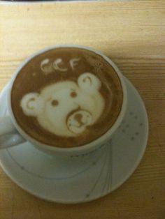 Latte - Art der CCF Bär  powered by www.CorlitoCaffe.de  Barista: Angelo Corlito