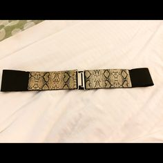 Stretchy Snakeskin Cuff Belt EUC. Stretch fit. Black with snake skin detail and silver clasp/cuff. Great paired over tops or dresses. Offers welcomed through offer tab. Additional discount when bundled. No trades. New York & Company Accessories Belts