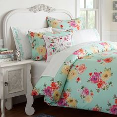Whether your style is simple or bold, Pottery Barn Teen's girls duvet covers will let your personality show. Find bold colored and printed duvet covers for twin, full, queen and king beds. Pb Teen Bedding, Pottery Barn Teen Bedding, Teen Comforters, Bedspreads, Teen Girl Bedrooms, Big Girl Rooms, Girls Bedroom Furniture, Bedroom Decor, Teen Furniture