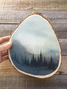 Wood Slice Crafts, Wood Burning Crafts, Wood Crafts, Acrylic Paint On Wood, Wood Painting Art, Watercolor On Wood, Christmas Ornament Crafts, Wood Ornaments, Wood Plank Art