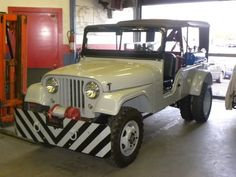 Now this is an awesome find! Regular old Jeeps are neat, but I really love the oddball ones. Willys with farm equipment, dual wheels, tow Jeeps, etc. Remember the Dual Rear Wheel Willys ? Jeep Cj6, Old Jeep, Jeep Pickup, Jeep Truck, Pickup Trucks, Wrangler Jeep, Dually Trucks, Vintage Jeep, Vintage Trucks