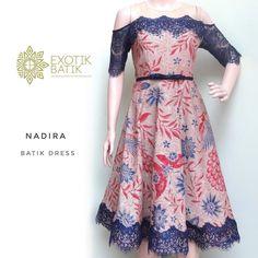 Image may contain: people standing Batik Fashion, Ad Fashion, Muslim Fashion, Fashion Design, Model Dress Batik, Batik Dress, Long Dress Fashion, Fashion Dresses, Dress Batik Kombinasi