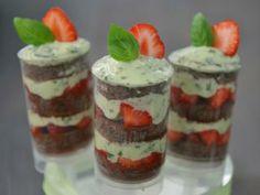 Strawberry-Basil Push-up-Cake-Pops Erdbeer-Basilikum Push-up-Cake-Pops