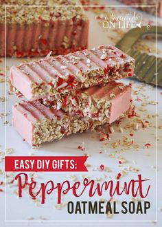 This peppermint oatmeal soap is super easy to make. It makes a great gift for others, or spoil yourself with a very pretty DIY soap! Easy Diy Gifts, Homemade Gifts, Homemade Beauty, Peppermint Soap, Oatmeal Soap, Mint Candy, Honey And Cinnamon, Home Made Soap, Soap Making